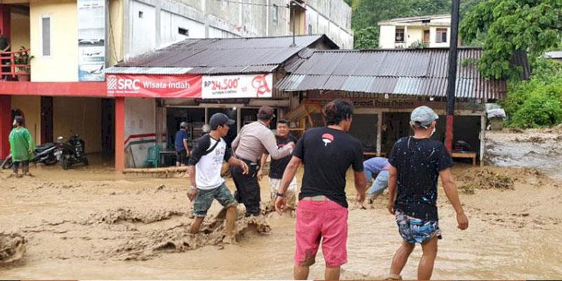 Longsor Di Desa Sibaganding, Banjir Lumpur Di Kota Parapat