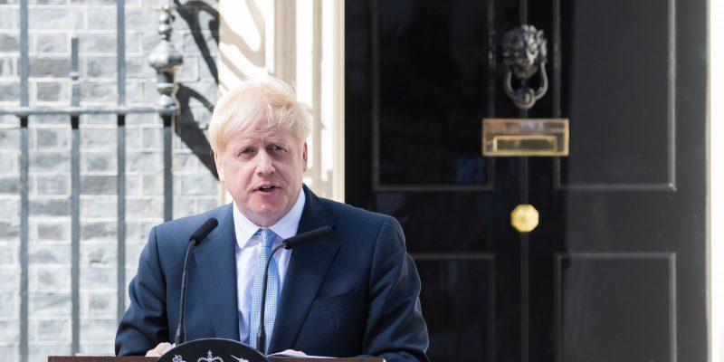 Atasi Gangguan Pasokan, PM Boris Johnson Kerahkan Tentara untuk Kendarai Tanker BBM