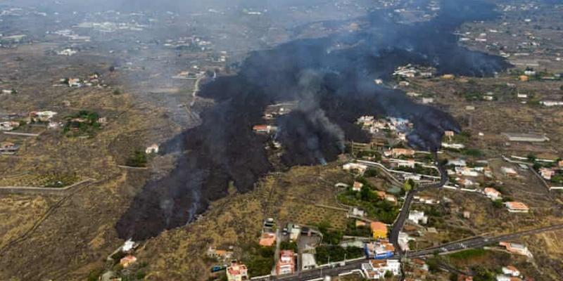 Lava dan Abu Cair Menghancurkan Rumah-rumah di Pulau La Palma, 6.000 Penduduk Mengungsi