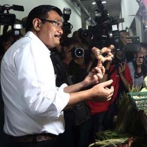 Pedagang Pasar Rumput Keluhkan Fasilitas Pendingin dan Sinyal Seluler