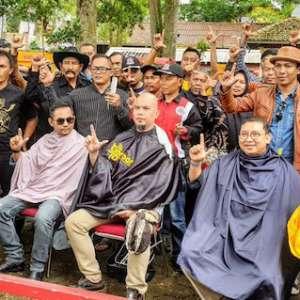 Jangan Tiru Aksi Potong Rambut Jokowi Dan Fadli Zon