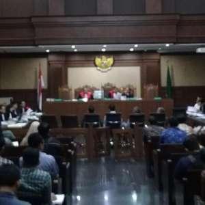 Menag Lukman Gelagapan Saat Rekaman Teleponnya Diputar Jaksa KPK Di Persidangan