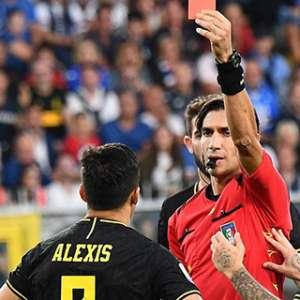 Cetak Gol Saat Debut Starter Bersama Inter, Eks Man United Langsung Diusir Wasit