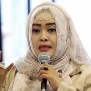 Fahira Idris: Satu Kata Untuk Demo Dewi Tanjung Cs Di Balkot, Norak!