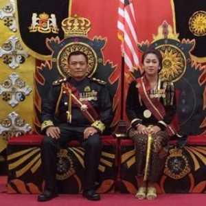 Raja Keraton Sejagat Punya Utang Rp 1,3 M Dan Pernah Ngontrak Di Pinggiran Rel