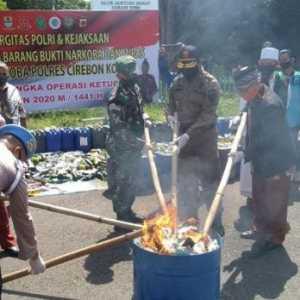 Jelang Idul Fitri, Polres Kota Cirebon Musnahkan Miras Dan Narkotika