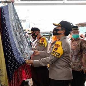 Majukan UKM Lokal, Kapolda Kalsel Perintahkan Jajaran Pakai Batik Sasirangan